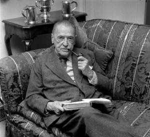 w-somerset-maugham-smoking-pipe
